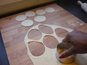 Découpe de la pâte à pastels