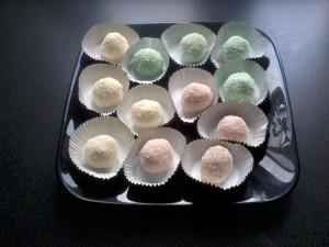 Boules de coco râpée de couleur