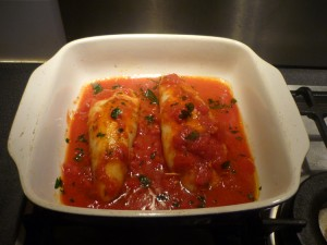 Calamars recrouvir de tomates et enfourner.