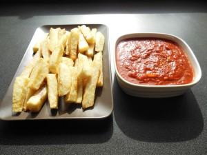 Igname grillé avec sauce tomate
