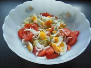 Salade de tomates oeuf oignons