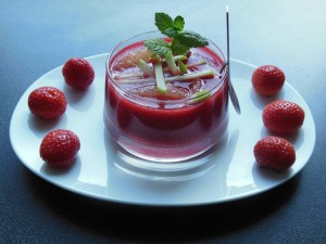 Soupe de fraises, de framboises et pommes