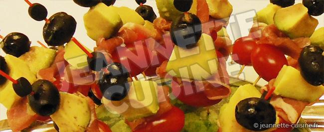 Brochettes olives jambon et avocat