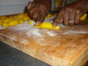 Aller - Retour aux macaronis - Former des petits pains