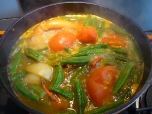 Sauce gombo, ajouter les légumes