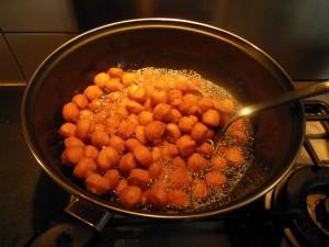 croquette apéritive dans de l'huile bien chaude